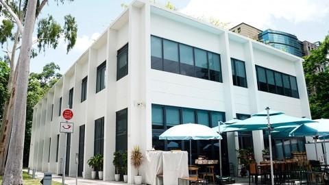 【粉嶺美食】粉嶺2層高白色咖啡館!嘆雜果蜜瓜盅/白肉苦瓜沙冰/素肉漢堡