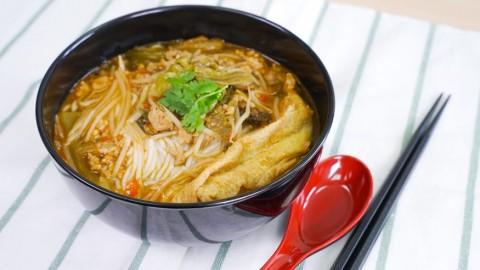 簡單6步自製開胃菜 惹味酸辣小鍋米線