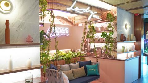 曼谷人氣粉紅色Cafe Lady Nara登陸尖沙咀!打卡藤鞦韆/泰式奶茶Tiramisu/軟殼蟹和牛漢堡